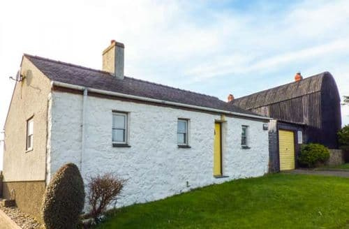 Last Minute Cottages - Porth Awyr