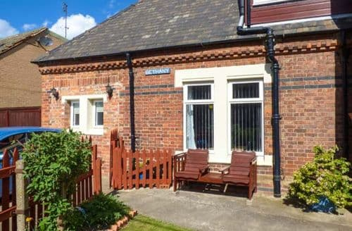 Last Minute Cottages - The Station Master's Office