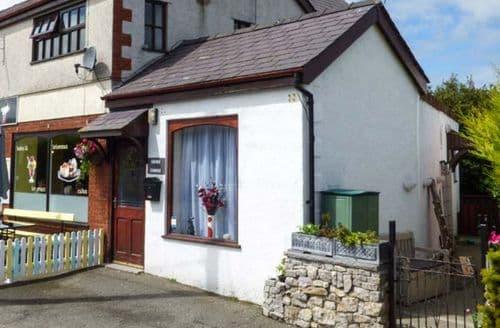 Last Minute Cottages - Wonderful Moelfre Rental S26832