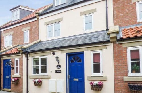 Last Minute Cottages - Gorgeous Whitby Cottage S43525