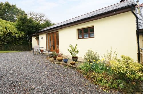 Last Minute Cottages - Lovely Llanteg Cottage S39499