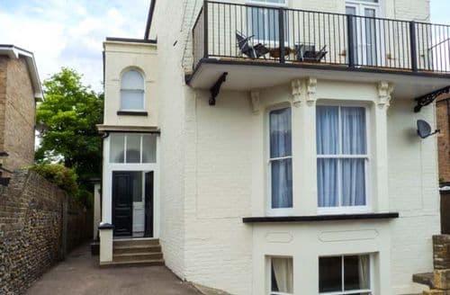 Last Minute Cottages - Captivating Ramsgate Apartment S37143