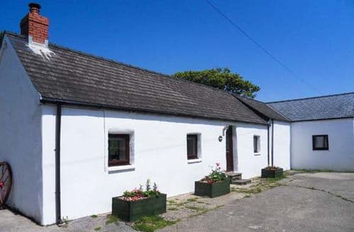 Last Minute Cottages - Exquisite Loveston Cottage S33624