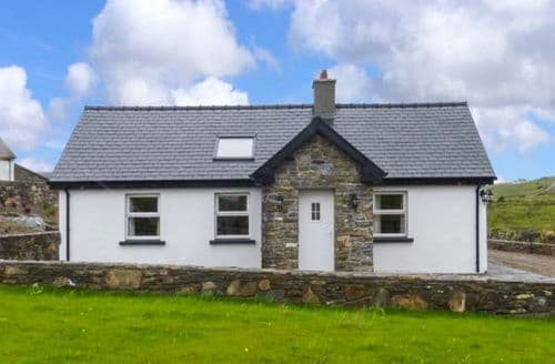 Last Minute Cottages - Farmhouse