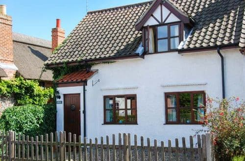 Last Minute Cottages - Charming Stalham Cottage S37917