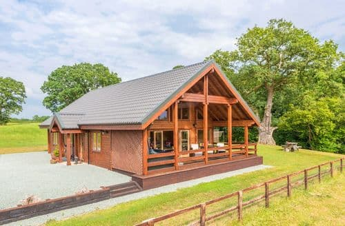 Last Minute Cottages - Hampton Lodge