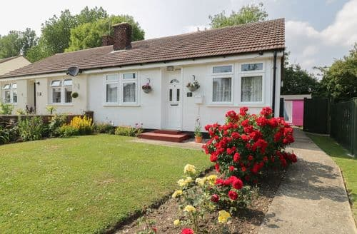 Last Minute Cottages - Attractive Cheveley Cottage S77575