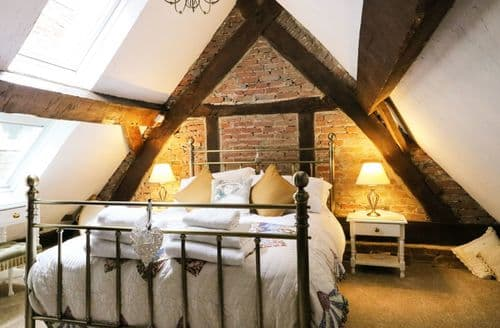 Last Minute Cottages - Pegge's Almshouse