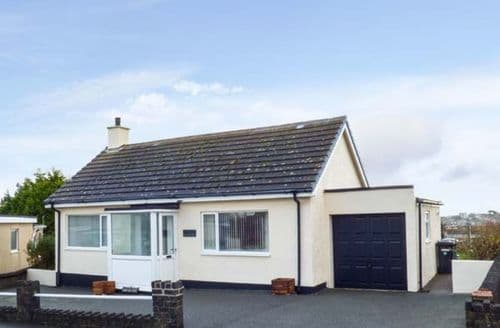 Last Minute Cottages - Cosy Amlwch Cottage S44136