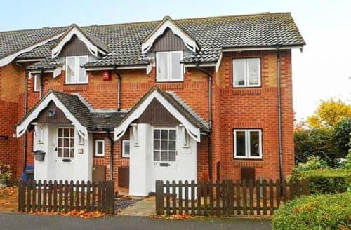 Big Cottages - Wonderful New Milton Cottage S43127