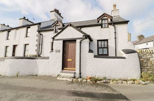 Last Minute Cottages - Inviting  Cottage S84275