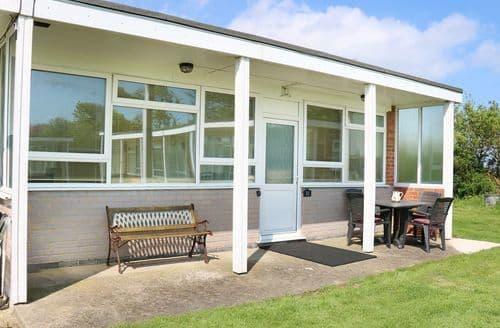 Last Minute Cottages - Lovely Mundesley Cottage S72813