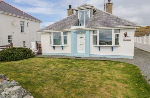 Last Minute Cottages - Luxury Trearddur Cottage S98739