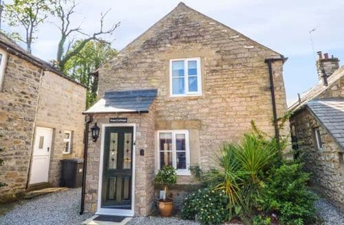 Last Minute Cottages - Beautiful Castleton Cottage S50459