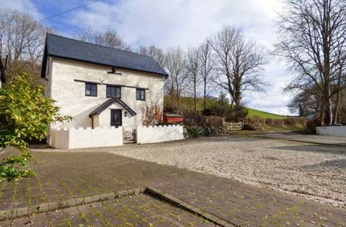 Last Minute Cottages - Beautiful Carrog Cottage S78258
