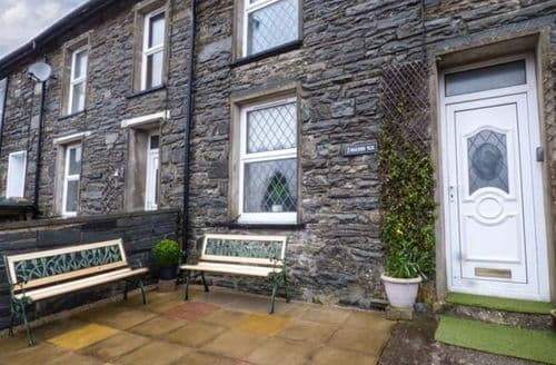 Last Minute Cottages - 7 Dolydd Terrace