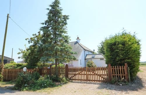 Last Minute Cottages - Captivating Sutton Bridge Cottage S49715