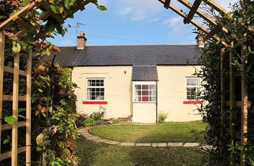 Last Minute Cottages - Captivating Bridgend Cottage S73938