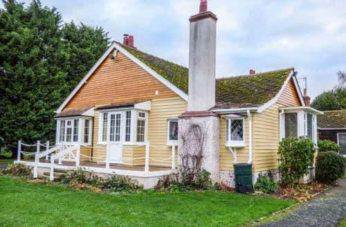 Last Minute Cottages - West Wing Le Chalet