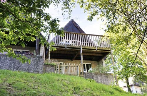 Last Minute Cottages - Cosy Norris Green Lodge S43077