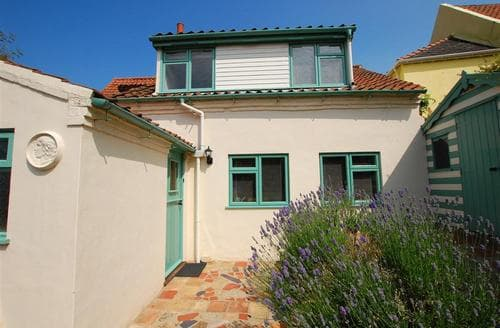 Last Minute Cottages - Cosy Wells Next The Sea Rental S11975