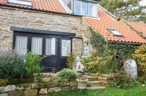 Last Minute Cottages - Luxury Cloughton Apartment S43863