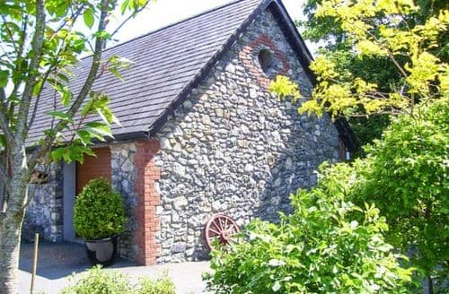 Last Minute Cottages - Stone Lodge