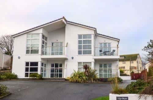 Last Minute Cottages - Captivating Benllech Apartment S43736