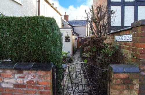 Last Minute Cottages - Lovely Brinklow Cottage S44145