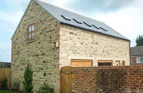 Last Minute Cottages - Carthorpe Barn Holiday Apartment