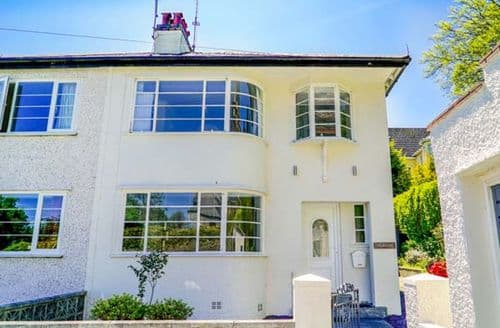 Last Minute Cottages - The Art Deco House