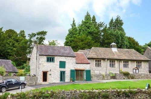 Last Minute Cottages - Cosy Tissington Cottage S60545