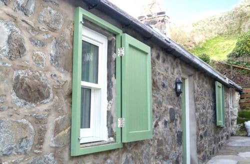 Last Minute Cottages - Wonderful Gardenstown Cottage S50239