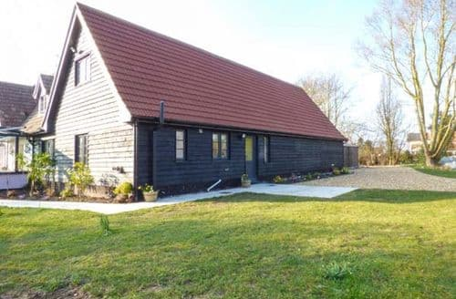 Last Minute Cottages - Hill House