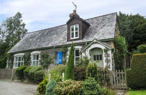 Last Minute Cottages - Old School House