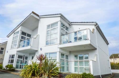 Last Minute Cottages - Cosy Benllech Apartment S57499
