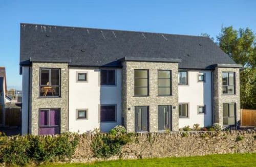 Last Minute Cottages - Luxury Benllech Apartment S71960