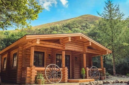Last Minute Cottages - Cosy Snailbeach Lodge S69915