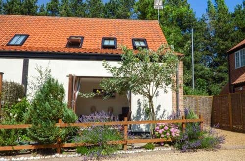 Last Minute Cottages - Cosy Stalham Cottage S70018