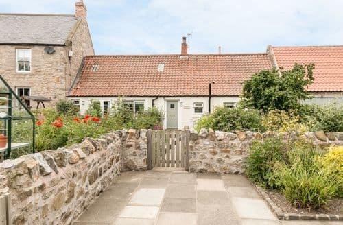Last Minute Cottages - Cosy Bowsden Cottage S60540