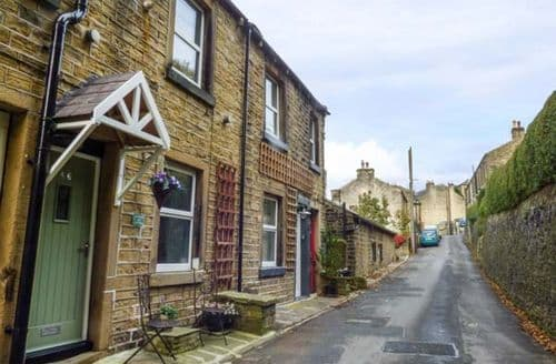 Last Minute Cottages - Coombes Hill Cottage