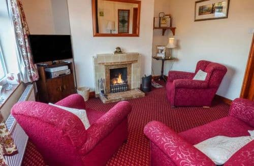 Last Minute Cottages - Lovely Egton Grange Cottage S77574