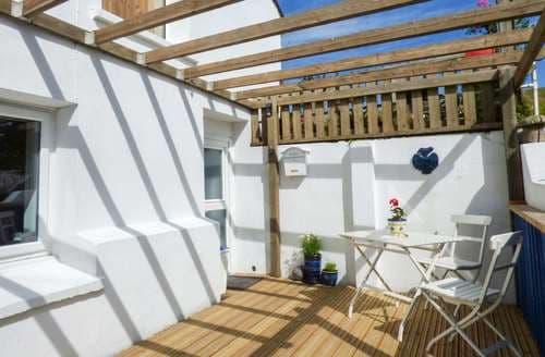 Last Minute Cottages - Inviting Trevelgue Apartment S60219