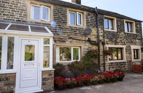 Last Minute Cottages - Tasteful Upper Cumberworth Cottage S70533