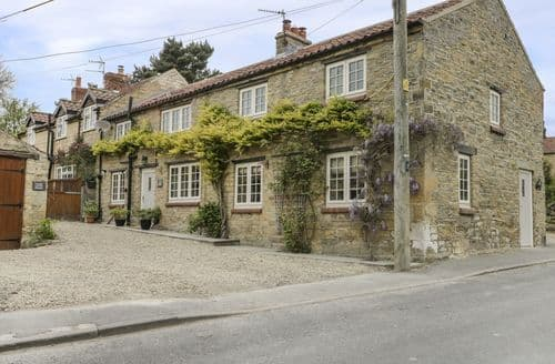 Last Minute Cottages - Lovely Ebberston Cottage S80738