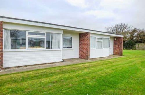 Last Minute Cottages - Wonderful Scratby Lodge S77272