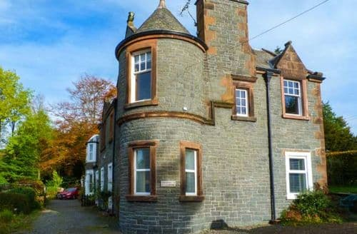 Last Minute Cottages - Meadow House Apartment