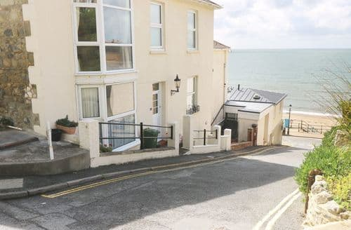 Last Minute Cottages - Exquisite Ventnor Apartment S84364