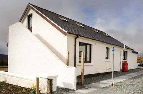 Last Minute Cottages - Inviting Dunvegan Cottage S79100