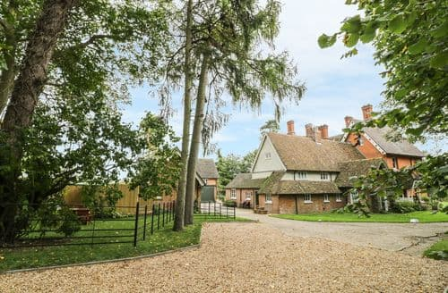 Big Cottages - Captivating Melchbourne Cottage S86242
